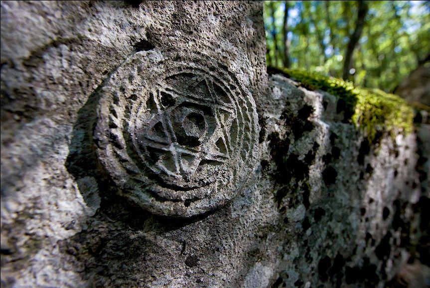 Символика на надгробиях
